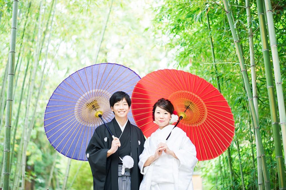 和傘を持ってのロケーション撮影