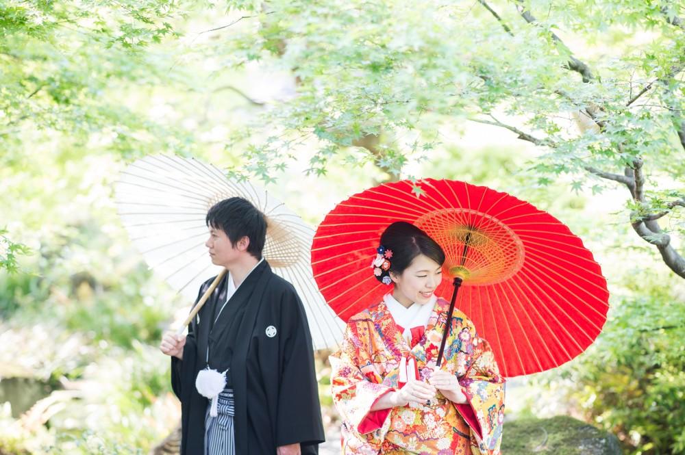 新緑の中、和傘をさして和装前撮り