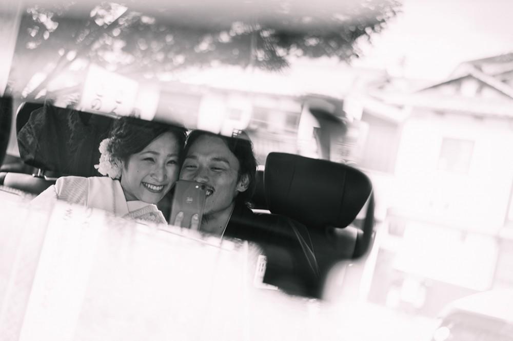 和装のロケーション撮影後の車の中での一枚