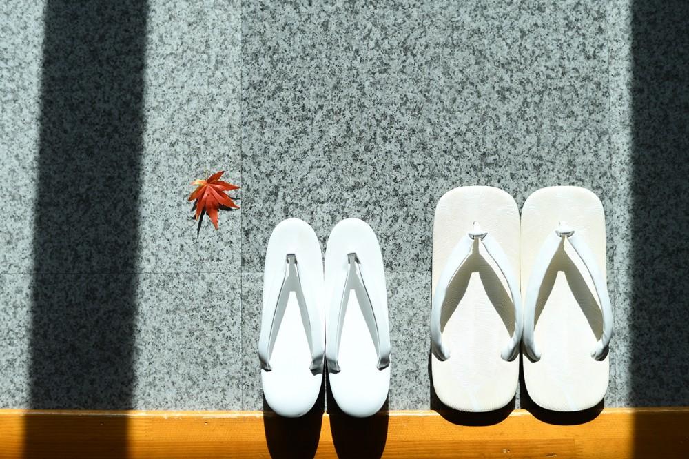 新郎新婦様用の草履と雪駄の画像