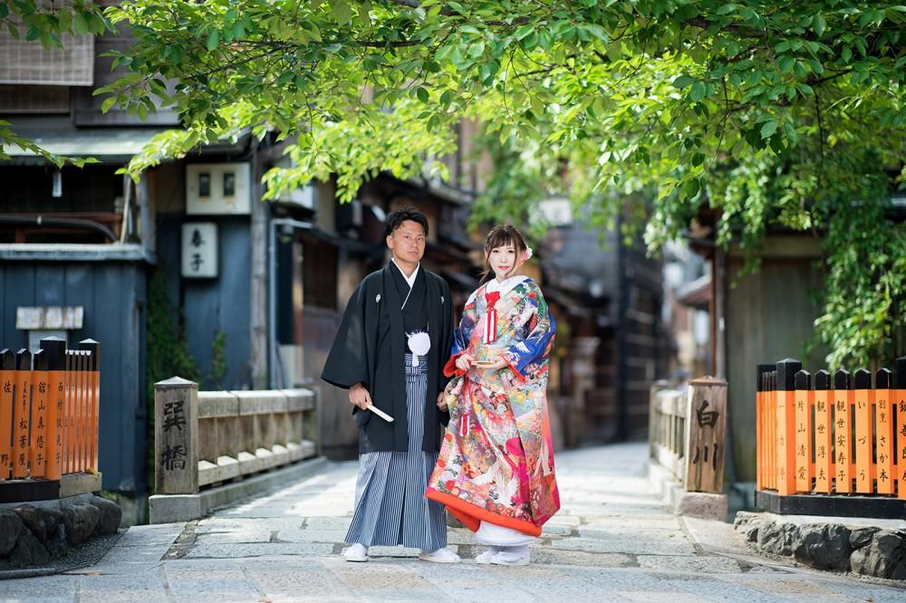 祇園白川にて、和装前撮り。青とピンク紫の色打掛
