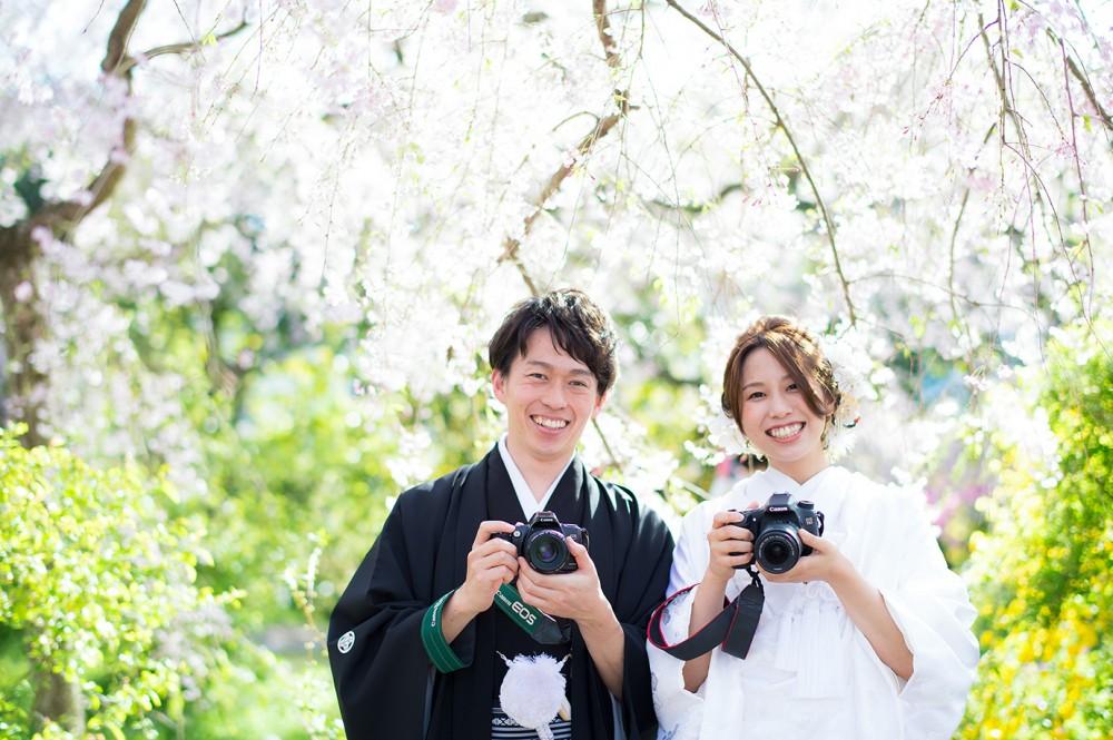 カメラ好きの新郎新婦。京都の美翔苑より