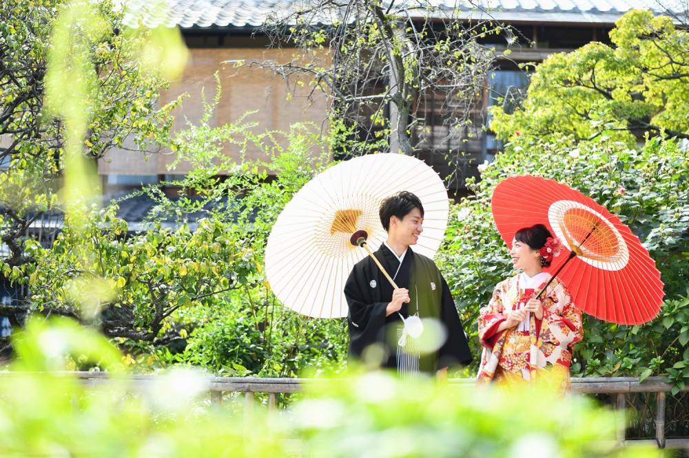 和傘で花嫁花婿和装撮影