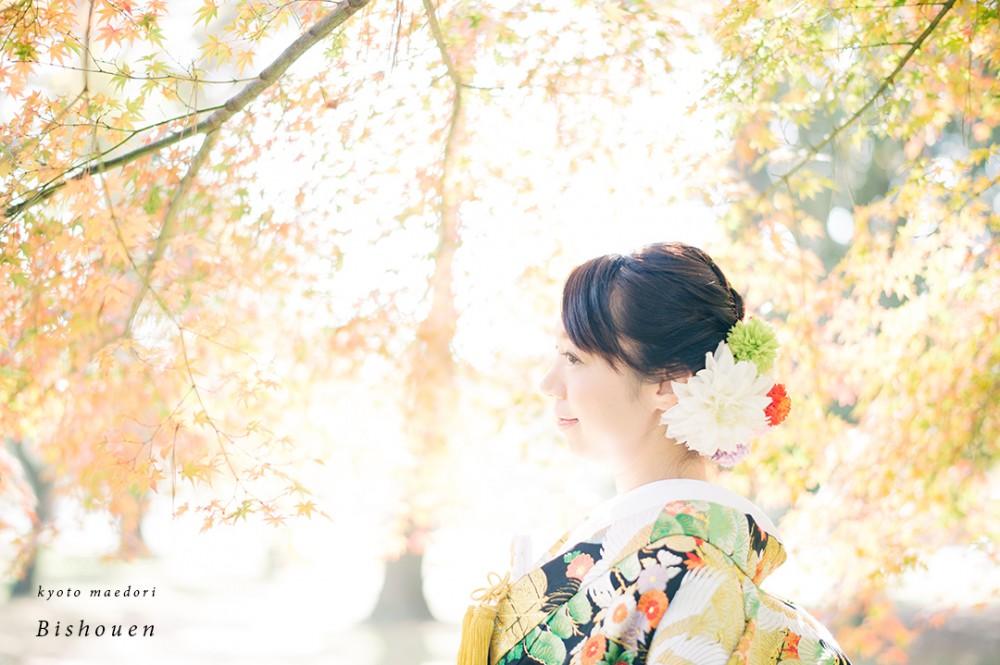 もみじに囲まれた花嫁