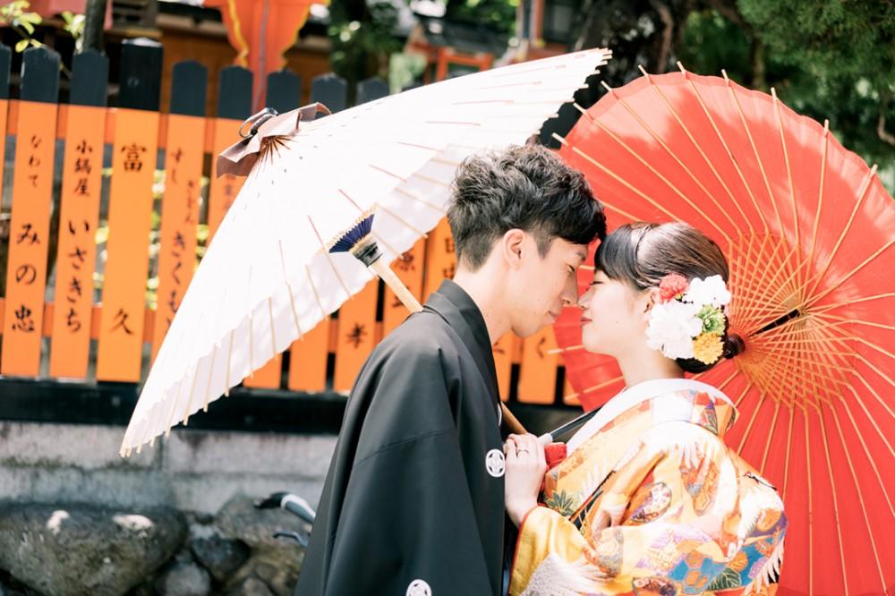 和装で人気の和傘ショット