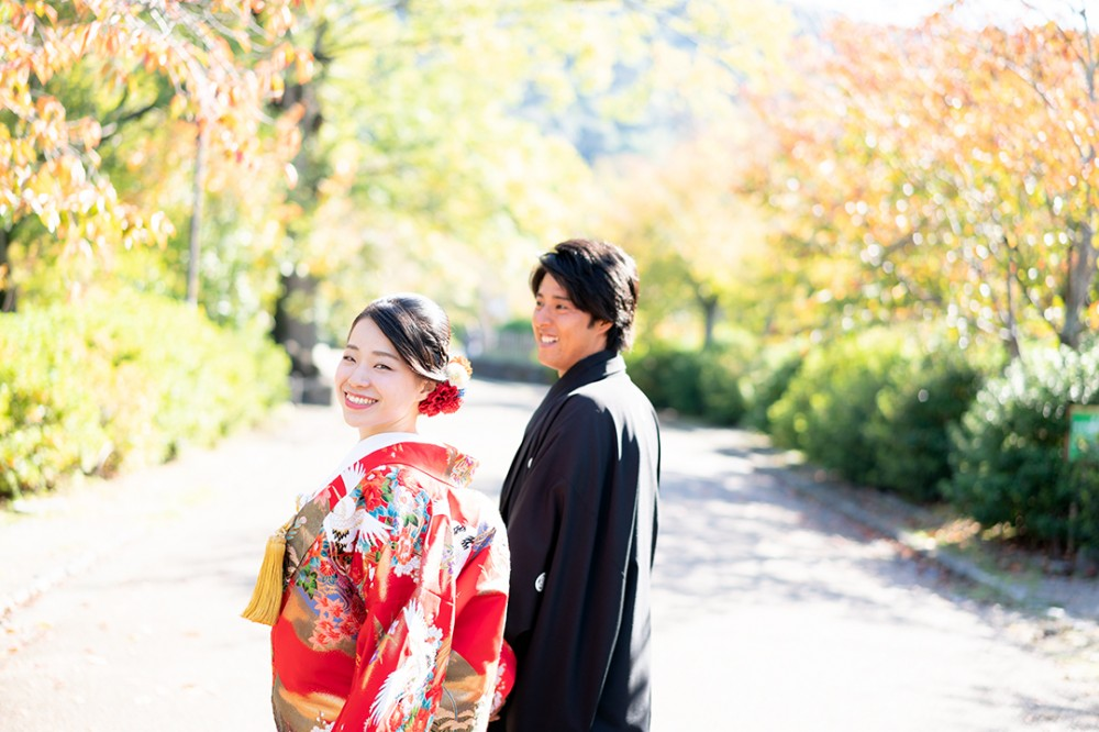 京都の公園で前撮り撮影のTさんとKさん