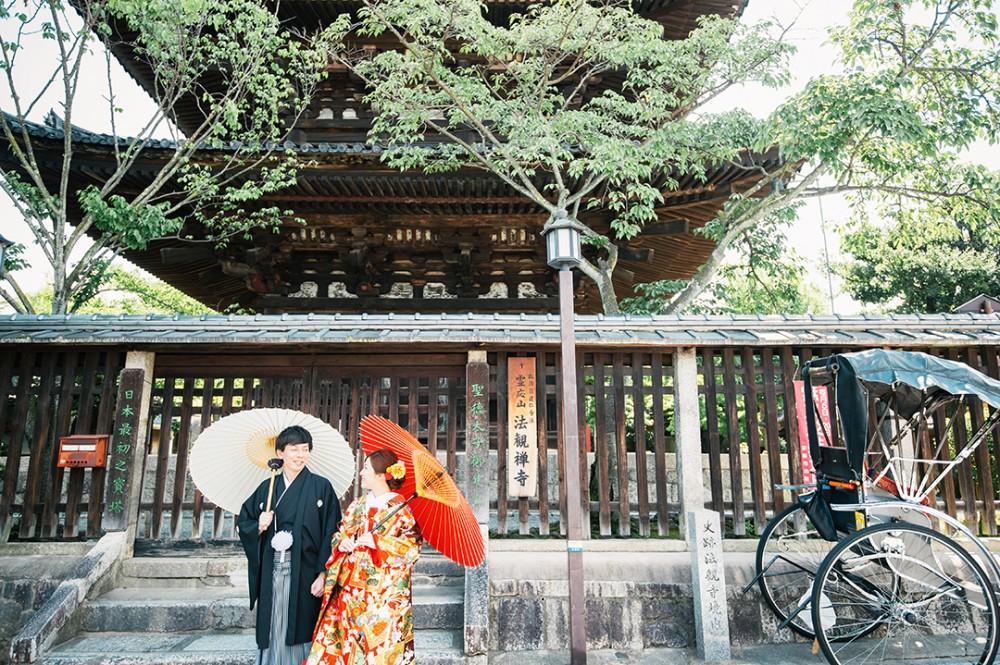 京都は八坂の塔の下での一枚