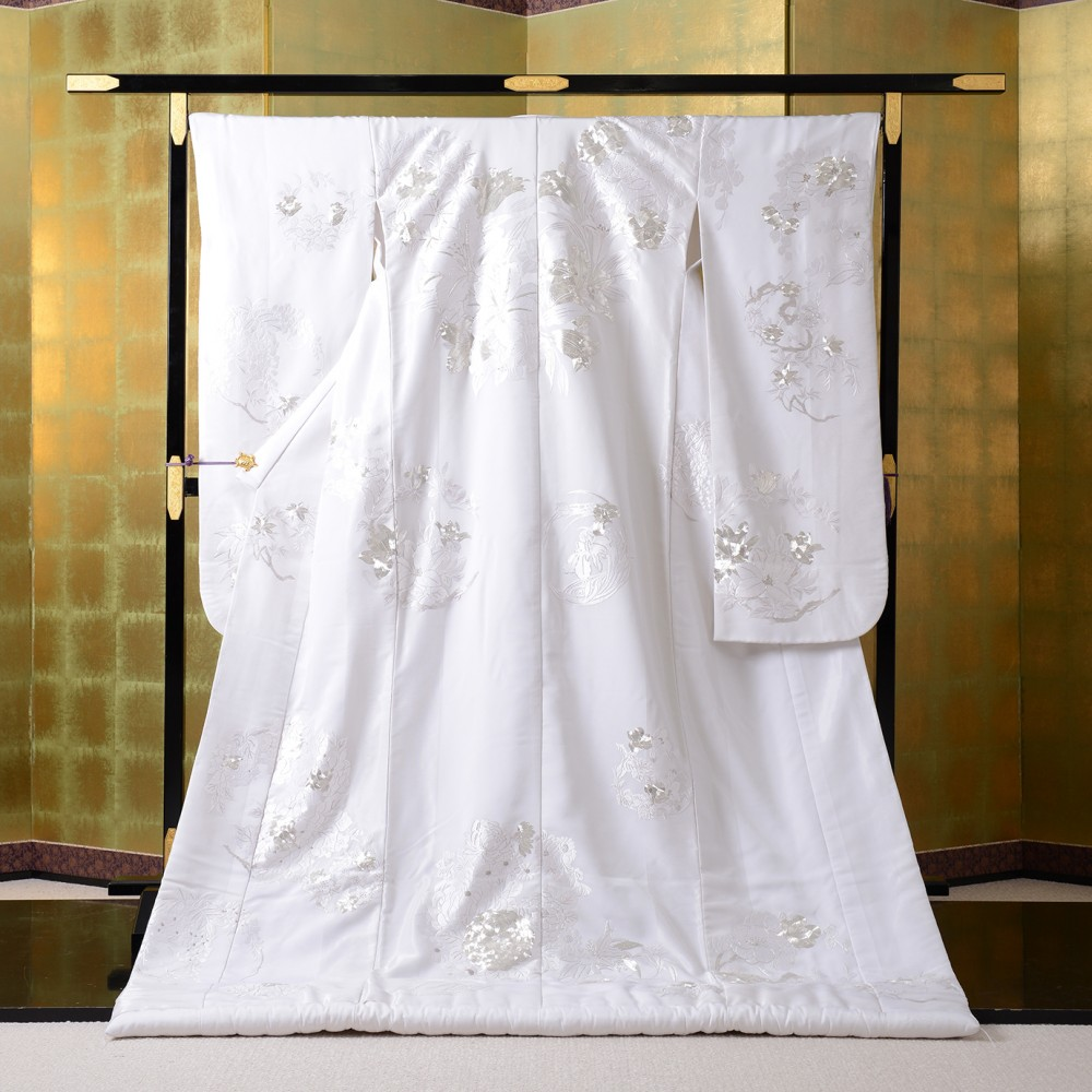 銀糸の入った高級白無垢