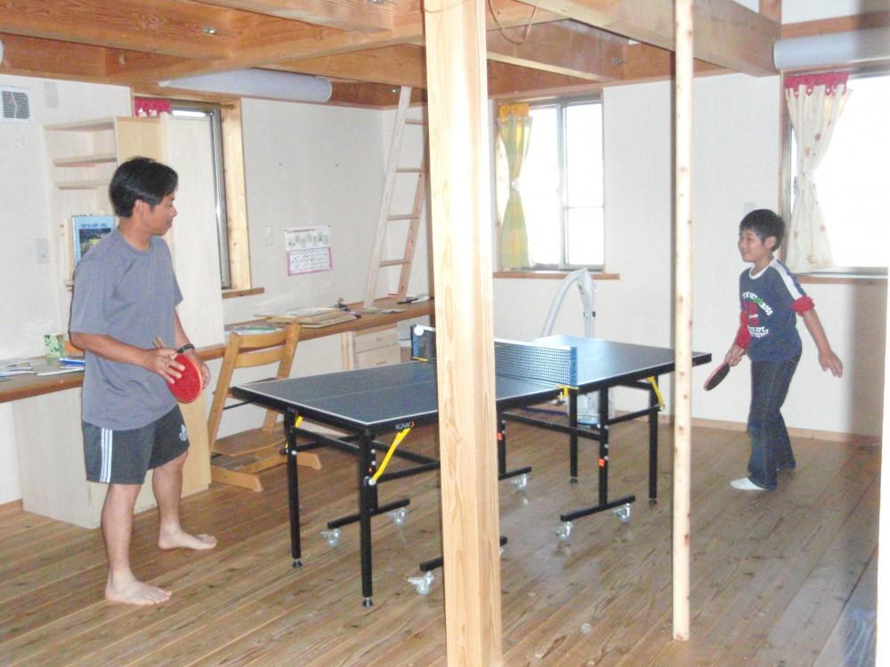 家族で卓球【滋賀の木の家モデルハウスにて】