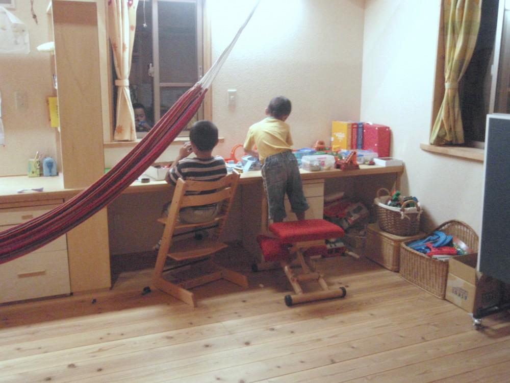 兄弟で一緒に【滋賀の木の家モデルハウスにて】