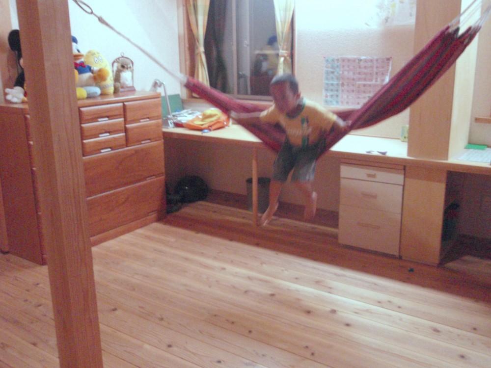 ハンモックでの遊び【滋賀の木の家モデルハウスにて】